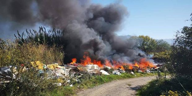 Băng nhóm thâu tóm toàn bộ bãi rác tại thành phố Ý, lợi nhuận hơn cả buôn ma túy và thảm họa đáng sợ xảy ra - Ảnh 3.