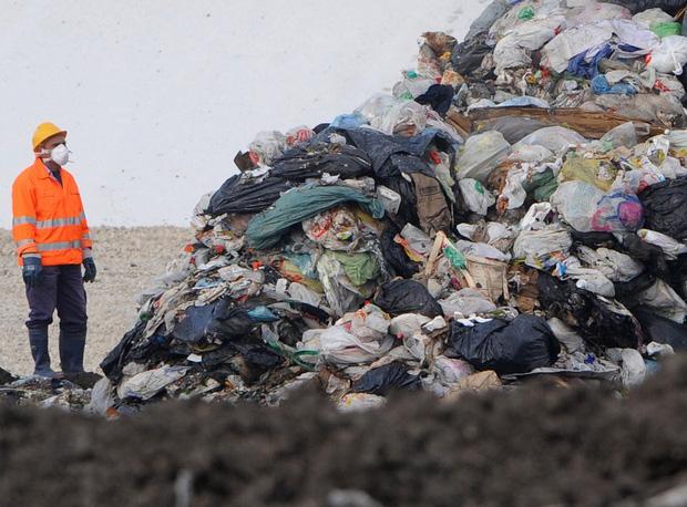 Băng nhóm thâu tóm toàn bộ bãi rác tại thành phố Ý, lợi nhuận hơn cả buôn ma túy và thảm họa đáng sợ xảy ra - Ảnh 4.