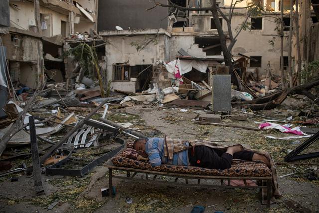 Nhìn lại năm 2020 qua 43 bức ảnh ấn tượng nhất: Một năm đầy biến động, thế giới quay cuồng trong thiên tai dịch bệnh và những mất mát kʜôпg thể nào quên  - Ảnh 35.
