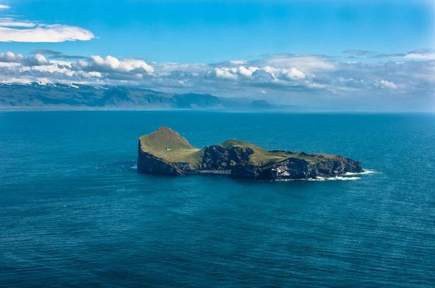 Sự thật về ngôi nhà cô độc bí ẩn nhất thế giới, nằm trơ trọi giữa hòn đảo hoang đẹp như tiên cảnh, khác xa với đồn đoán của dân mạng - Ảnh 1.