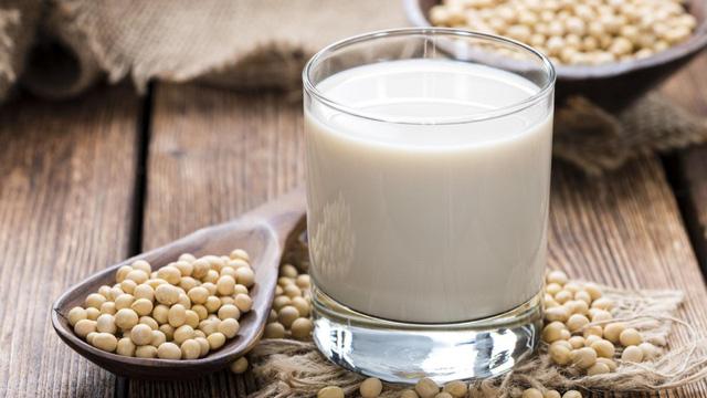 Nếu không muốn già nhanh và sức khỏe suy yếu ở độ tuổi 35-40, bác sĩ khuyên bạn nên tăng cường những thực phẩm quen thuộc này  - Ảnh 2.