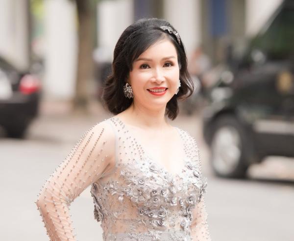 Hoa hậu Bùi Bích Phương: Ngày đăng quang được tặng chiếc xe đạp, giờ là doanh nhân giàu có, cách dạy con cực khác biệt  - Ảnh 3.