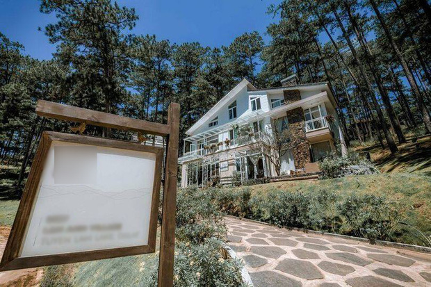 """Thuê villa 20 triệu ở Đà Lạt, nhóm bạn """"ôm cục tức"""" đem về: Quản gia tỏ thái độ săm soi, chủ nhà lên mạng đôi co và """"dằn mặt"""" khách - Ảnh 1."""