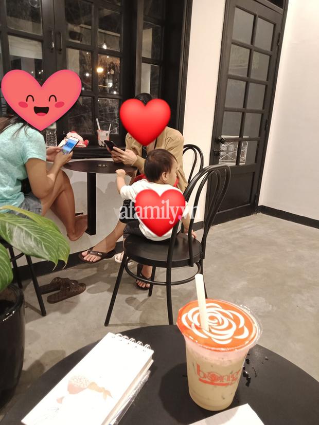 Chỉ một hành động của bà mẹ trong quán cafe ở Đà Nẵng, cư dân mạng đồng loạt khẳng định: Đứa con chắc chắn sẽ lớn lên thành người tử tế - Ảnh 1.