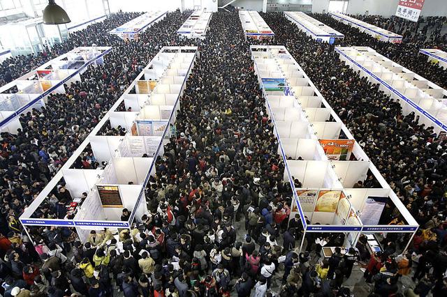 Khủng hoảng thừa thầy thiếu thợ ở Trung Quốc: Bằng đại học bị coi như mớ giấy lộn - Ảnh 1.