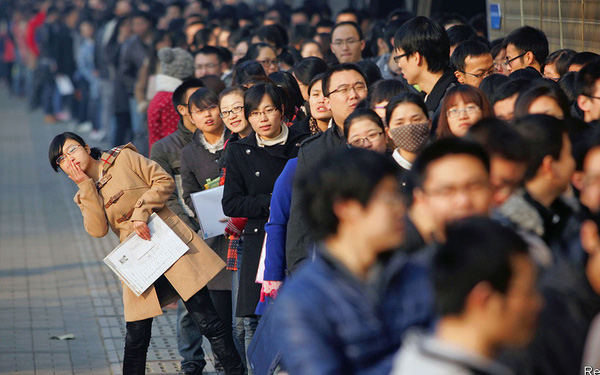 Khủng hoảng thừa thầy thiếu thợ ở Trung Quốc: Bằng đại học bị coi như mớ giấy lộn - Ảnh 2.