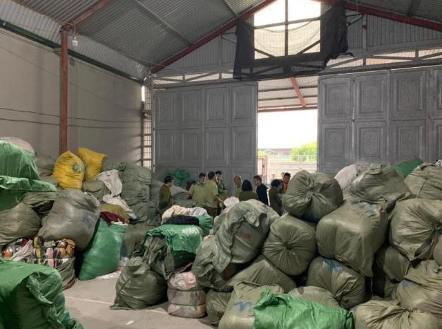 Hàng tấn quần áo sida nhập lậu bị chặn đứng tại Quảng Ninh  - Ảnh 1.