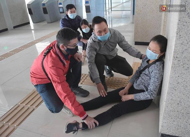 Ảnh: Diễn tập giả định cháy trên tàu và nhà ga tại dự án Cát Linh - Hà Đông - Ảnh 12.