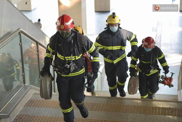 Ảnh: Diễn tập giả định cháy trên tàu và nhà ga tại dự án Cát Linh - Hà Đông - Ảnh 13.