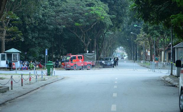 Ảnh: Hàng loạt quán cà phê ngừng hoạt động sau lệnh đóng cửa của Chủ tịch thành phố Hà Nội - Ảnh 1.