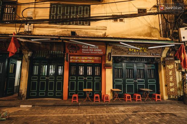 Nếu phát hiện địa điểm vui chơi, cơ sở kinh doanh nào còn mở cửa hoặc tụ tập đông người, nhân dân có thể báo ngay cho chính quyền Hà Nội - Ảnh 1.