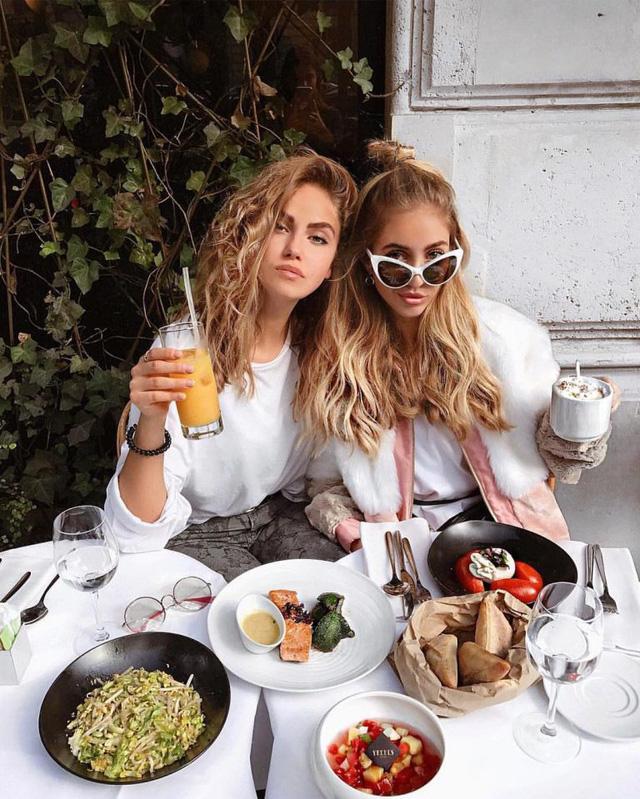 Từ bữa trưa tưởng như vô hại, xung quanh không quá đông người, bạn vẫn có thể nhiễm bệnh trước khi nhận ra: Cuộc xâm nhập thầm lặng của virus corona vào cơ thể thật sự... không thể đùa! - Ảnh 1.