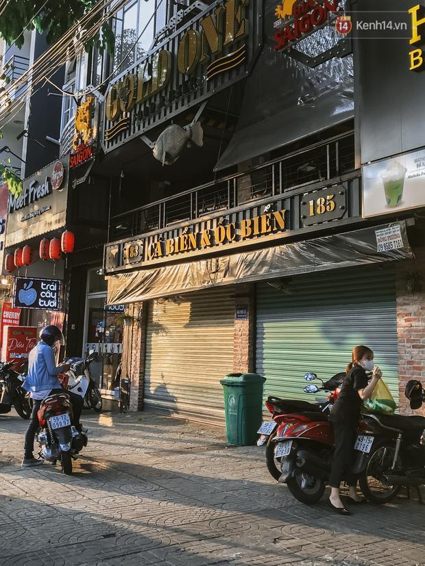 Quán xá Sài Gòn sau khi có lệnh tạm dừng hoạt động để chống dịch Covid-19: Nơi đóng cửa hàng loạt, chỗ lại tấp nập lạ thường - Ảnh 27.