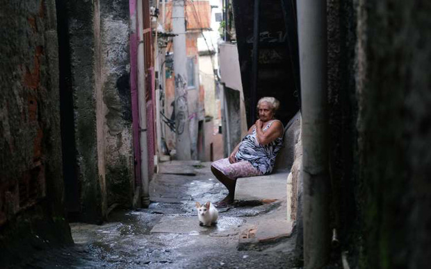 Đến cả các băng đảng xã hội đen ở Brazil cũng xách loa đi tuyên truyền người dân hạn chế ra đường giữa dịch Covid-19 - Ảnh 4.