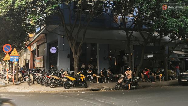 Quán xá Sài Gòn sau khi có lệnh tạm dừng hoạt động để chống dịch Covid-19: Nơi đóng cửa hàng loạt, chỗ lại tấp nập lạ thường - Ảnh 32.
