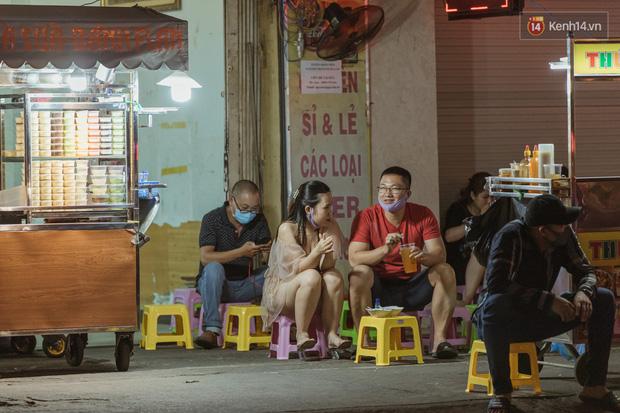 Quán xá Sài Gòn sau khi có lệnh tạm dừng hoạt động để chống dịch Covid-19: Nơi đóng cửa hàng loạt, chỗ lại tấp nập lạ thường - Ảnh 8.