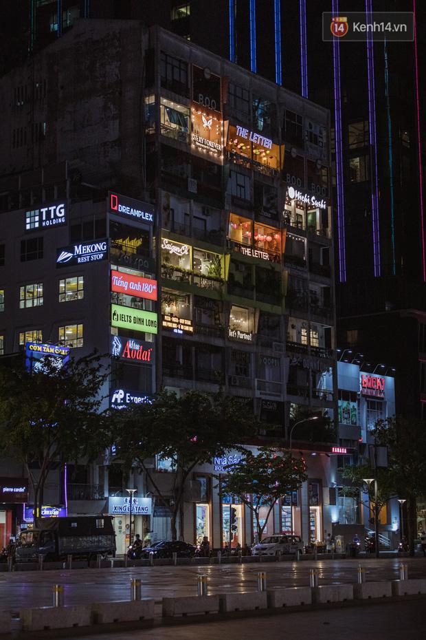Quán xá Sài Gòn sau khi có lệnh tạm dừng hoạt động để chống dịch Covid-19: Nơi đóng cửa hàng loạt, chỗ lại tấp nập lạ thường - Ảnh 11.