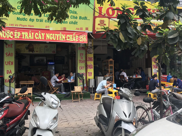 Hà Nội: Hàng loạt quán cafe, quán nhậu vẫn tấp nập mở cửa đón khách bất chấp lệnh đóng cửa để phòng chống COVID-19 - Ảnh 6.
