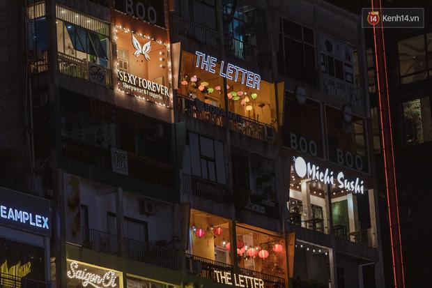 Quán xá Sài Gòn sau khi có lệnh tạm dừng hoạt động để chống dịch Covid-19: Nơi đóng cửa hàng loạt, chỗ lại tấp nập lạ thường - Ảnh 12.