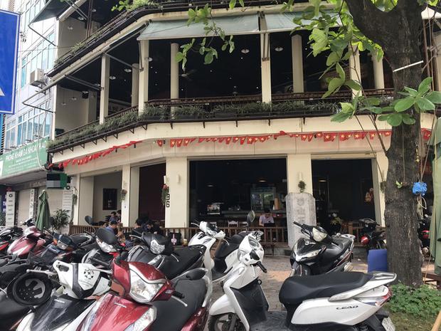 Hà Nội: Hàng loạt quán cafe, quán nhậu vẫn tấp nập mở cửa đón khách bất chấp lệnh đóng cửa để phòng chống COVID-19 - Ảnh 7.
