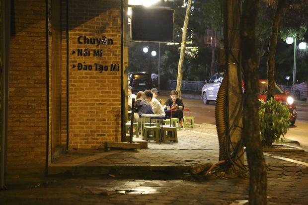 Ảnh: Hàng loạt quán cà phê ngừng hoạt động sau lệnh đóng cửa của Chủ tịch thành phố Hà Nội - Ảnh 12.