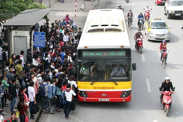 Hà Nội yêu cầu tạm dừng toàn bộ hoạt động xe buýt đến ngày 15/4 - Ảnh 1.