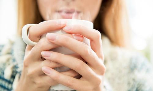 Cô gái 28 tuổi mắc ung thư dạ dày vì một thói quen uống nước nhiều người có: Bác sĩ nhắc nhở ai cũng cần ghi nhớ 2 cần, 2 hạn chế để bảo vệ đường tiêu hóa  - Ảnh 1.