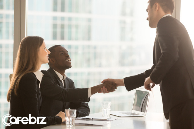 Kỹ năng phỏng vấn mùa dịch Covid-19: Biết cách liên lạc với nhà tuyển dụng sau phỏng vấn mới thể hiện kĩ năng của người tìm việc xuất sắc - Ảnh 2.