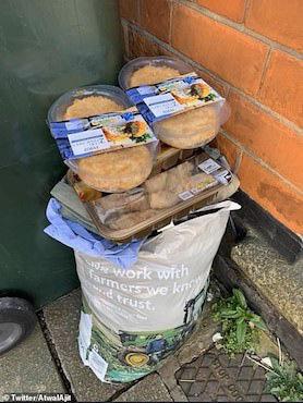 Thực phẩm hết hạn chất đầy thùng rác ở Anh sau cuộc hoảng loạn tích trữ vì COVID-19 - Ảnh 4.