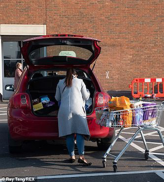 Thực phẩm hết hạn chất đầy thùng rác ở Anh sau cuộc hoảng loạn tích trữ vì COVID-19 - Ảnh 8.