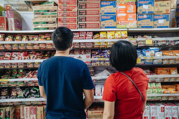 Cách ly toàn xã hội: Người dân có cần tích trữ thực phẩm và hàng hoá? - Ảnh 1.