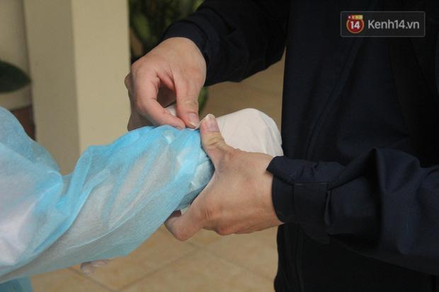 Hà Nội bắt đầu đón bệnh nhân làm xét nghiệm nhanh COVID-19, cho kết quả trong 10 phút - Ảnh 6.