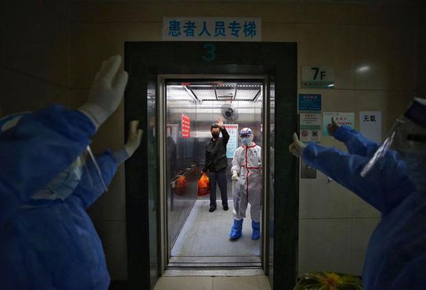 Đại dịch COVID-19 trong những tấm ảnh: Virus corona đã thay đổi thế giới của chúng ta như thế nào? - Ảnh 1.