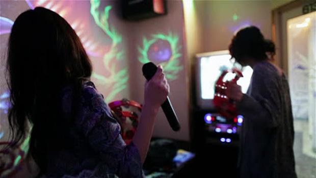 Hát karaoke gây ra tiếng ồn lớn có thể bị phạt đến 320 triệu đồng - Ảnh 1.
