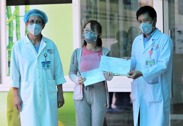 Bệnh nhân Covid-19 cuối cùng ở Đà Nẵng khỏi bệnh: Tôi rất cảm động vì sự chu đáo của các y bác sĩ - Ảnh 2.