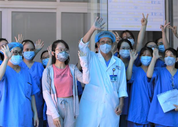 Bệnh nhân Covid-19 cuối cùng ở Đà Nẵng khỏi bệnh: Tôi rất cảm động vì sự chu đáo của các y bác sĩ - Ảnh 3.