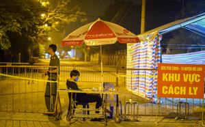 Nữ nhân viên y tế trực chốt tại Hạ Lôi nơi có 5 người mắc COVID-19 bật khóc khi nhắc về con - Ảnh 7.