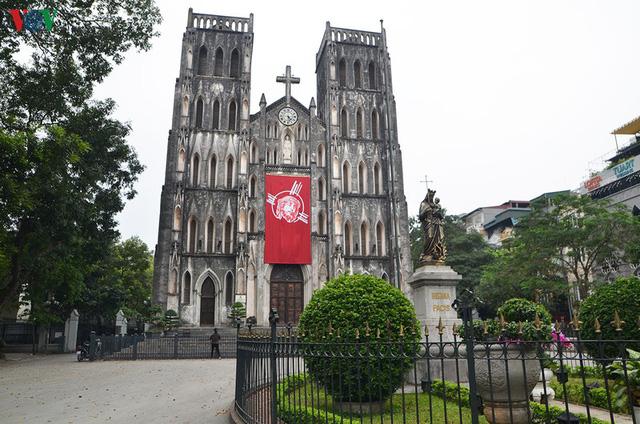 Ảnh: Nhà thờ ở Hà Nội vắng lặng dịp Lễ Phục sinh, tổ chức trực tuyến tránh Covid-19 - Ảnh 1.