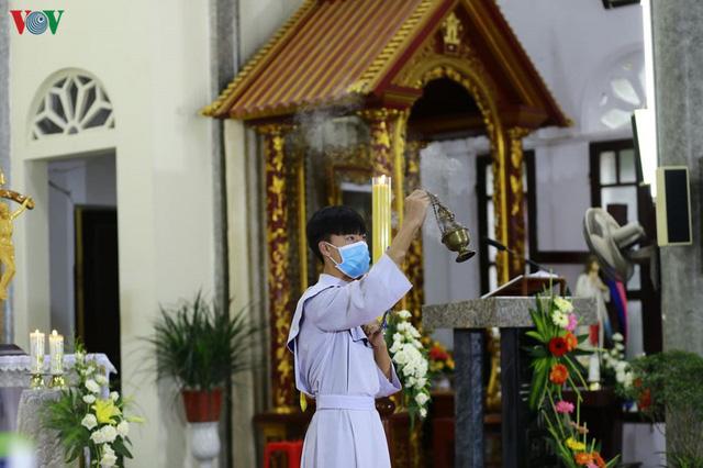 Ảnh: Nhà thờ ở Hà Nội vắng lặng dịp Lễ Phục sinh, tổ chức trực tuyến tránh Covid-19 - Ảnh 11.