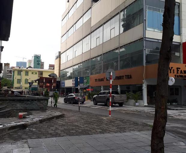 Hà Nội: Bàng hoàng phát hiện 1 người phụ nữ rơi từ tầng cao khu vực siêu thị Big C Hà Đông xuống đất tử vong - Ảnh 1.