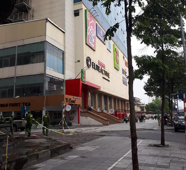Hà Nội: Bàng hoàng phát hiện 1 người phụ nữ rơi từ tầng cao khu vực siêu thị Big C Hà Đông xuống đất tử vong - Ảnh 2.