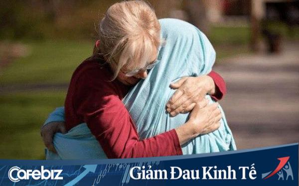 Khoảnh khắc gặp nhau chớp nhoáng giữa mẹ và con gái làm y tá nơi tuyến đầu chống dịch