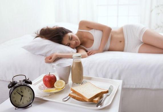 Làm 2 thói quen này vào buổi sáng dễ hại gan hơn cả việc uống rượu và thức khuya - Ảnh 2.