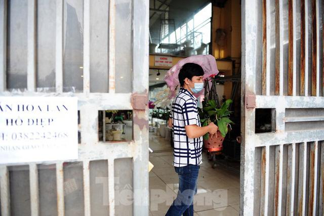 Chợ hoa lớn nhất Hà Nội đóng cửa chuyển sang bán hàng trực tuyến  - Ảnh 1.