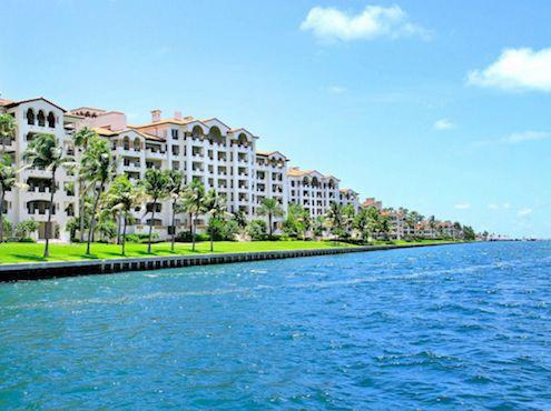 Dịch vụ xét nghiệm độc quyền cho giới nhà giàu trên hòn đảo xa xỉ nhất nước Mỹ - Ảnh 2.