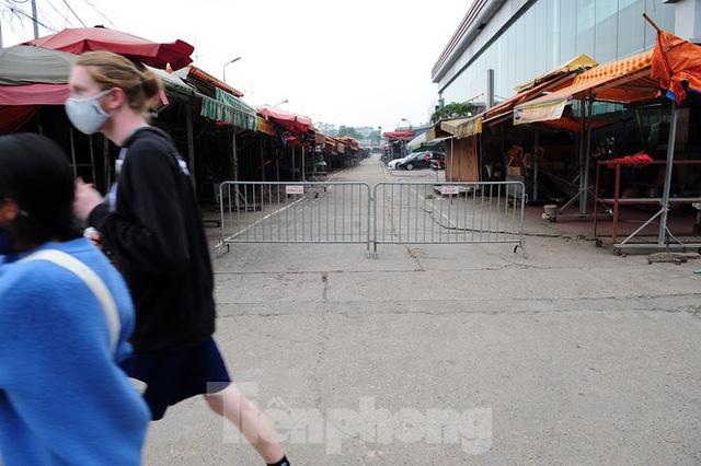 Chợ hoa lớn nhất Hà Nội đóng cửa chuyển sang bán hàng trực tuyến  - Ảnh 11.