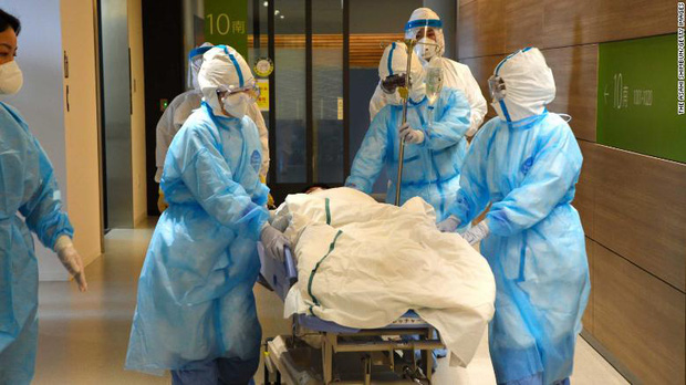 Những ổ dịch lẩn trốn trong bệnh viện: Y bác sĩ lo sợ Nhật Bản chưa chuẩn bị cho đợt bùng phát kinh khủng nhất của Covid-19 - Ảnh 1.