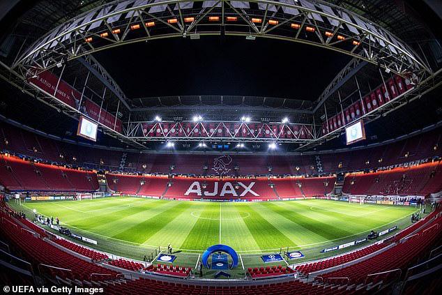 Hà Lan đưa ra lệnh cấm kỷ lục, Văn Hậu mất trắng mùa giải cùng Heerenveen - Ảnh 1.