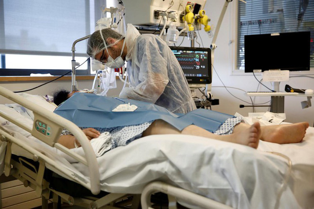 Hiện tượng chưa có tiền lệ ở người mắc Covid-19 làm bác sĩ đau đầu - Ảnh 1.