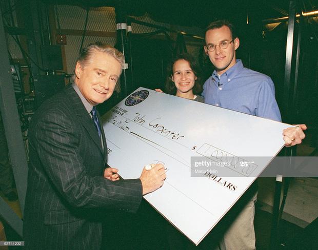 Người đàn ông đầu tiên chiến thắng chương trình Ai là triệu phú của Mỹ cách đây 20 năm hiện giờ có cuộc sống khiến nhiều người kinh ngạc - Ảnh 2.